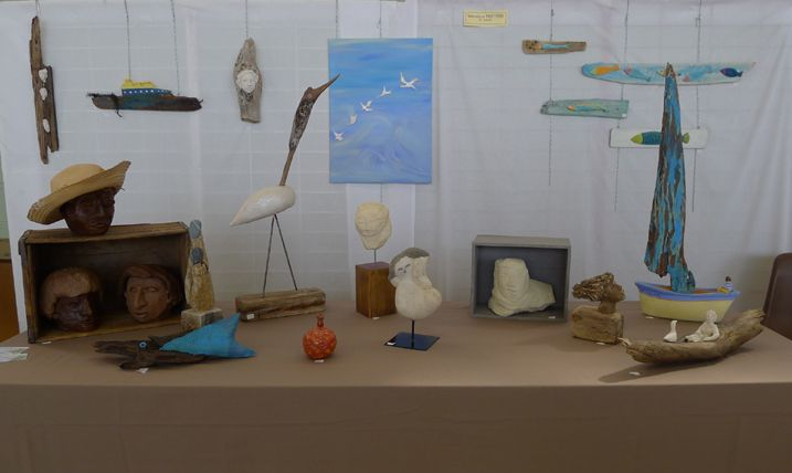 Véronique PEETERS/ sculpture terre cuite, bois flotté, céramique émaillée, pierre blanche